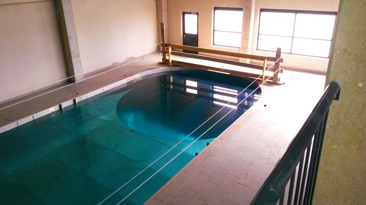 Bassin Duiktoren Gevuld Met 375.000 Liter Water!